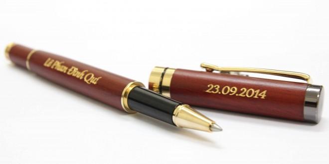 bút gỗ nâu đỏ